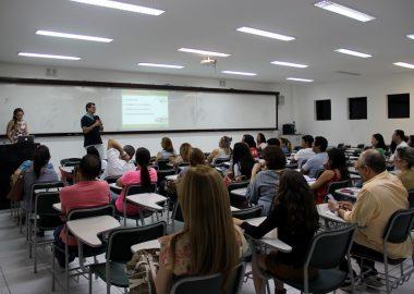 Pais recebem orientações sobre aula de campo em Minas Gerais