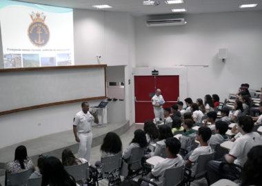 Marinha visita o CCA para divulgar concurso de redação